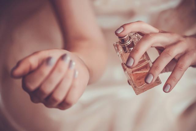 Tajemství vůní a parfémů aneb Sladký odér petrochemikálií